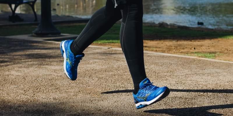 แนะนำ 10 รองเท้าวิ่ง ยี่ห้อไหนดีสุด ปี 2020 ที่คุณห้ามพลาด
