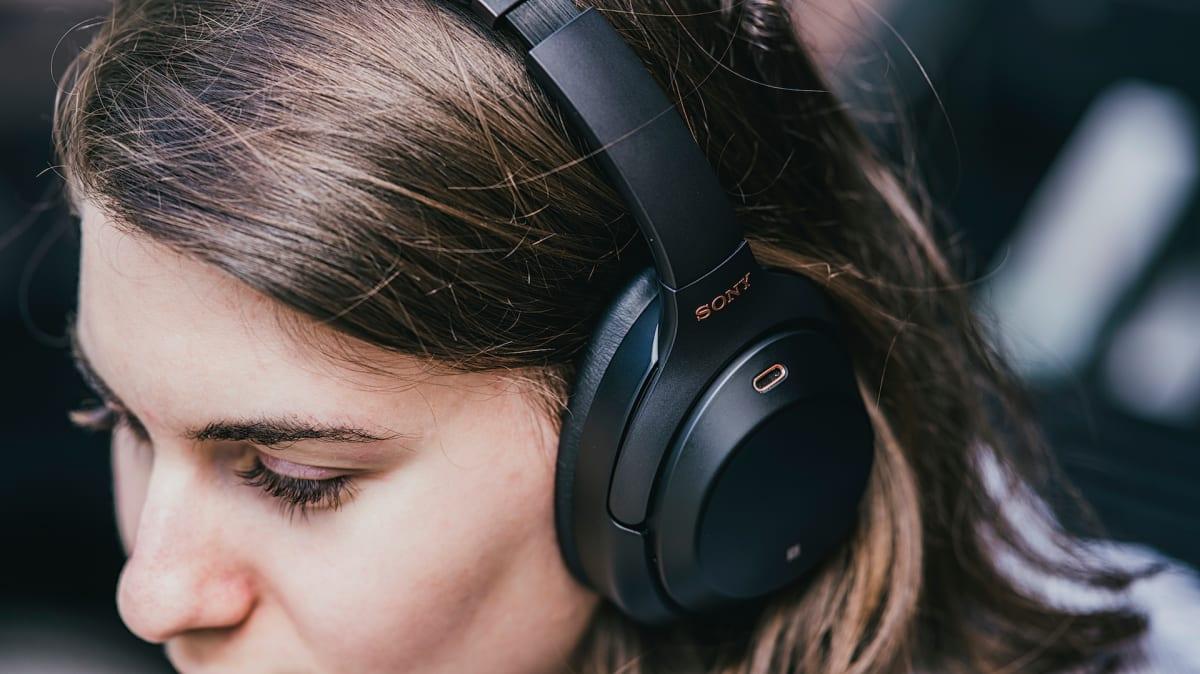 10 อันดับ หูฟังครอบหู ยี่ห้อที่ดีที่สุด