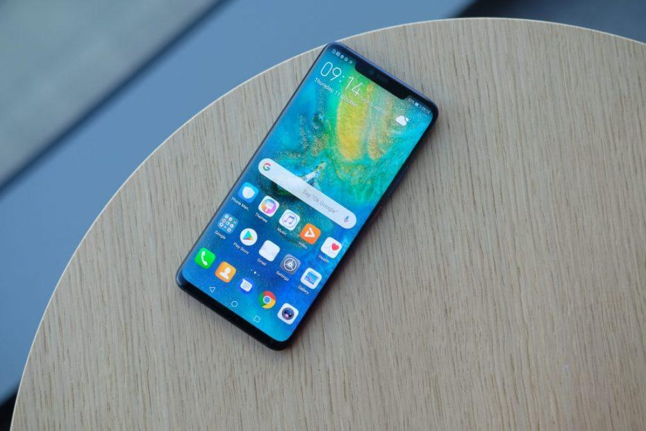 โทรศัพท์มือถือเครื่องใหม่บนโต๊ะ