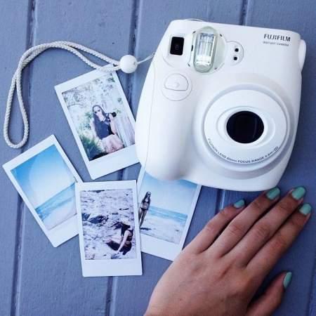 กล้องโพลารอยด์พร้อมภาพพิมพ์ 4 ภาพ