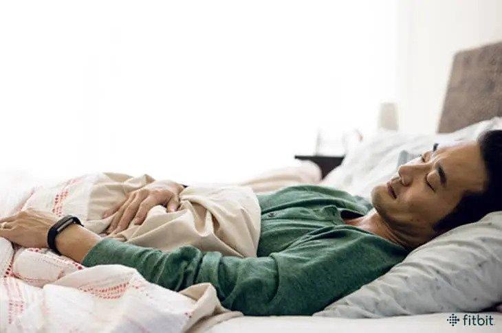 Fitbit Charge 4 การบันทึกข้อมูลการออกกำลังกายและการนอน
