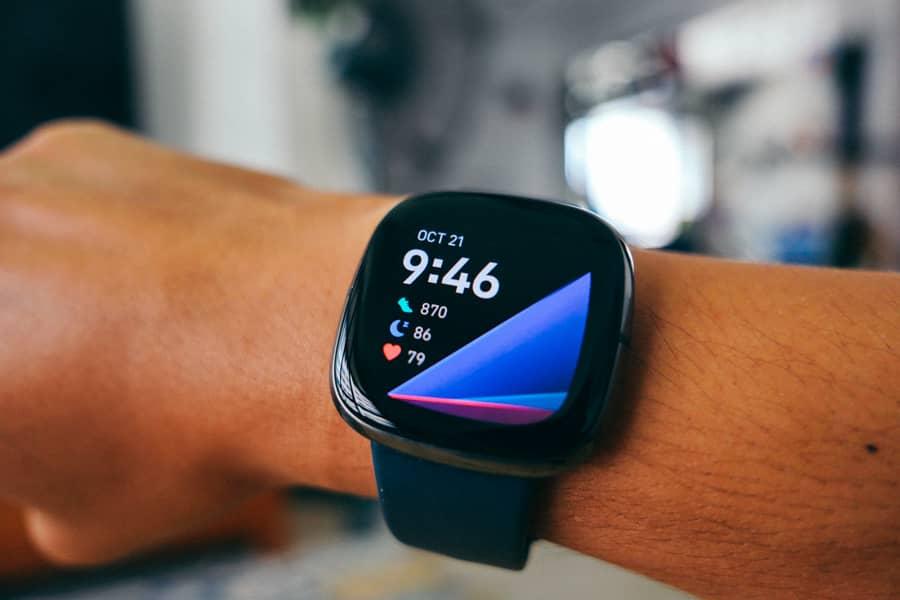 Fitbit Sense: การออกแบบ