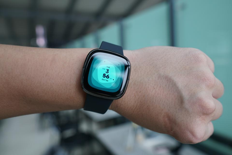 Fitbit Sense การออกแบบ 2